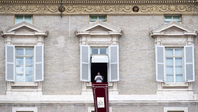 Covid-19: Francisks cildina Itālijas ārstu varonību