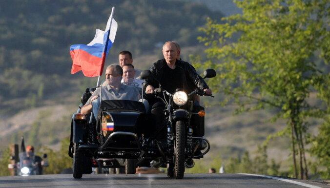 Okupācijas spēki Krimas aneksijas gadadienā atceļ Covid-19 ierobežojumus