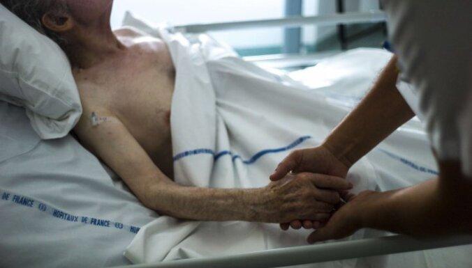 Помощь неизлечимо больным или узаконенное убийство? Во Франции обсуждают легализацию эвтаназии