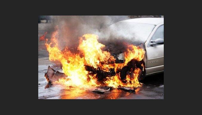 Aicina šoferus atbildīgi izturēties pret ugunsdrošību