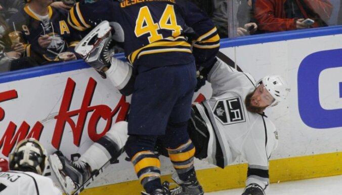 Buffalo Sabres Nicolas Deslauriers vs Los Angeles Kings Jake Muzzin