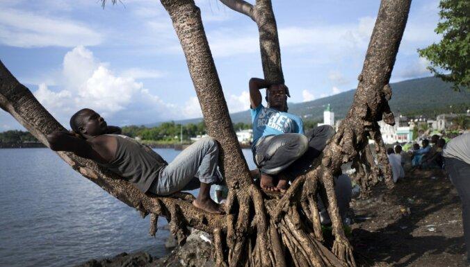 Tropu paradīze bez ūdens: kā mežu izciršana izžāvēja Komoru salas