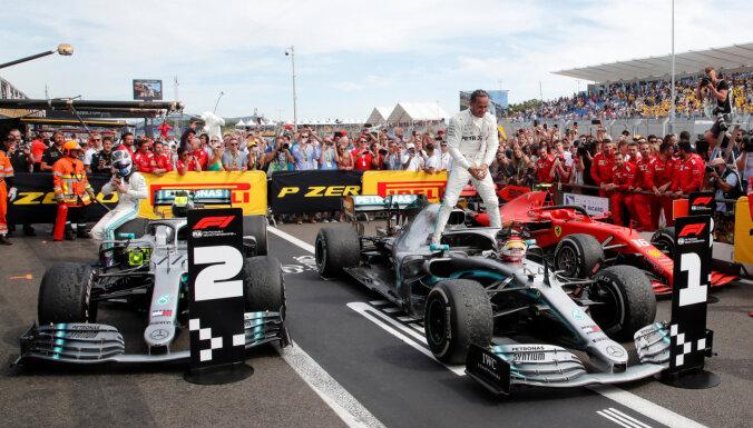 'Mercedes' piloti Hamiltons un Botass izcīna drošu dubultuzvaru Francijas 'Grand Prix'