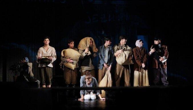 Starp mītu un vēsturi. Nacionālā teātra izrādes 'Klūgu mūks' recenzija