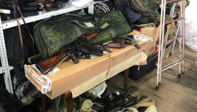 """В Латвию из России пытались отправить военную экипировку под видом """"защиты от собак"""""""