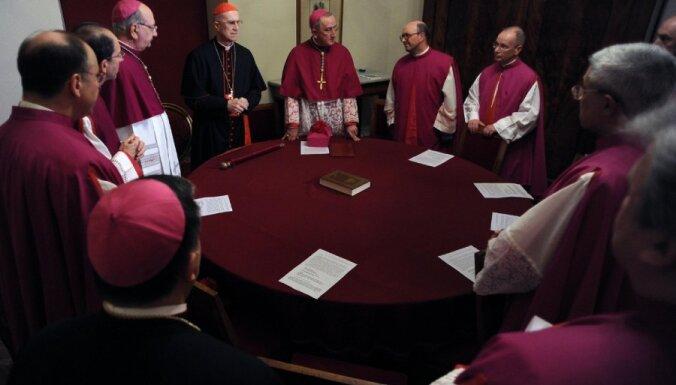 Kardināli Romā sāk sarunas pirms konklāva