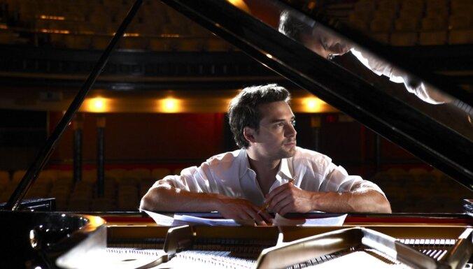 Dzintaros uzstāsies kanādiešu pianists un dziedātājs Maikls Kaešamers ar trio