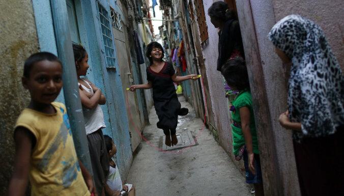 В центре Мумбаи есть огромная трущоба. У туристов она стала популярнее, чем Тадж-Махал. Но почему?