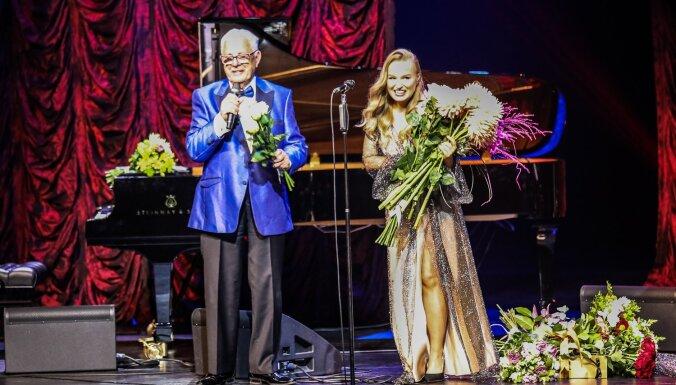 Foto: Izskanējis Raimonda Paula un Dināras Rudānes jaunā albuma prezentācijas koncerts