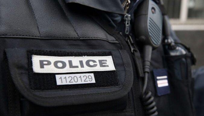 Francijas pretterorisma prokuratūra sākusi izmeklēšanu par galvas nociršanu Parīzes piepilsētā