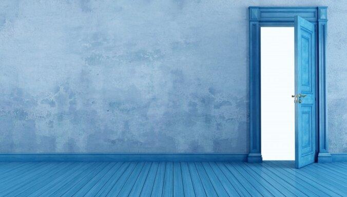 Как использовать пространство над дверью с пользой