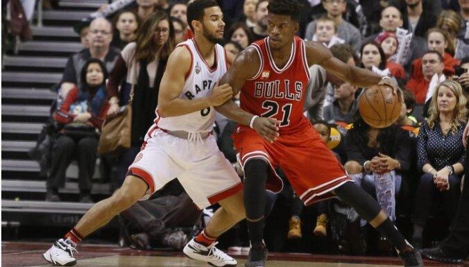 'Bulls' spēlētājs Batlers labo Džordana rekordu un puslaikā samet 40 punktus