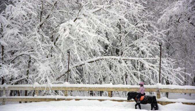 Burvīgi skati: Maskavā reģistrēta intensīvākā snigšana novērojumu vēsturē