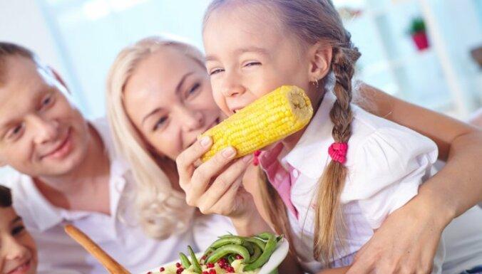 Populārākās kļūdas skolēnu ēdienkartē un padomi, kā tās novērst