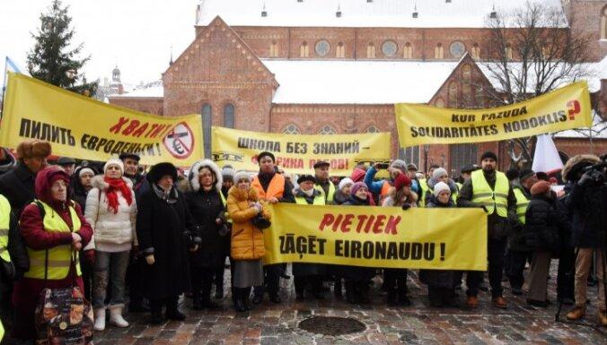 Русский союз Латвии провел акцию протеста в центре Риги