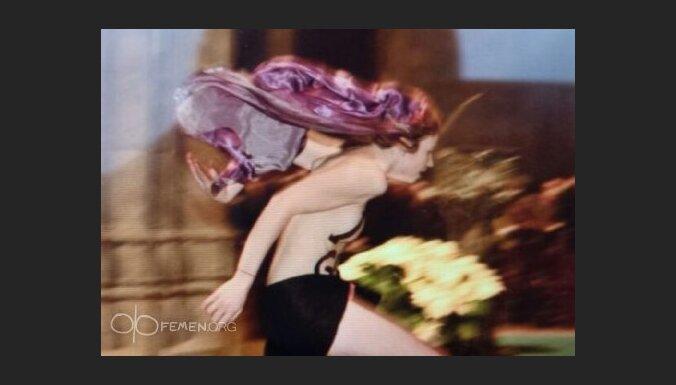 ФОТО: активистка FEMEN сорвала рождественскую мессу в Кельне