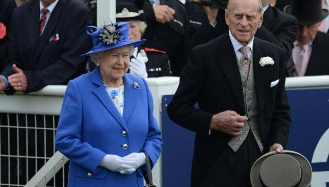 Fotoreportāža: Lielbritānijā svin karalienes Elizabetes 60.valdīšanas gadadienu