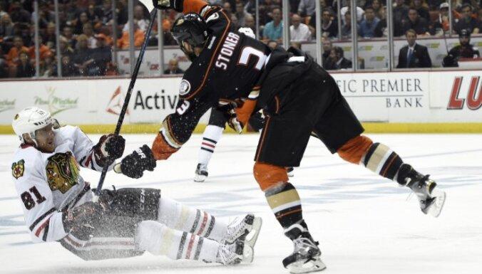 Chicago Marian Hossa, Anaheim Ducks Clayton Stoner