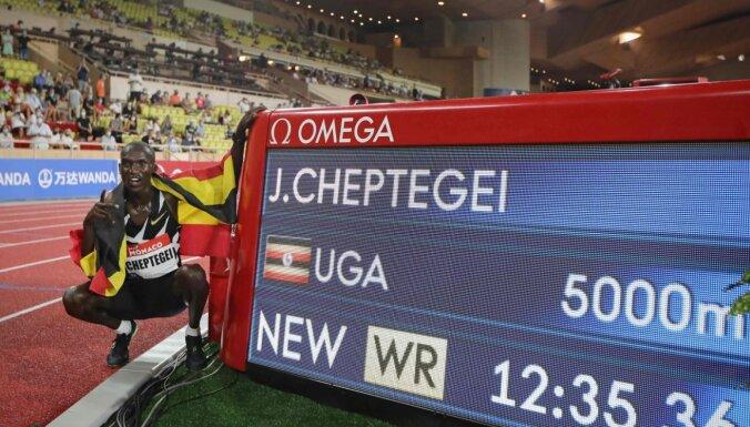 Skrējējs Čeptege Dimanta līgas sacensībās labo pasaules rekordu 5000 metru distancē