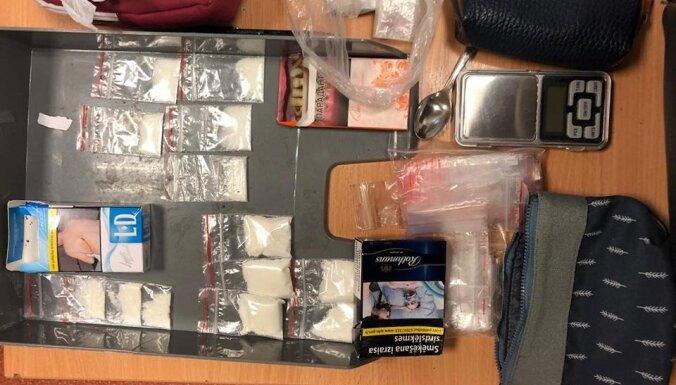 В центре Риги задержана наркодилерша: полиция изъяла метамфетамин