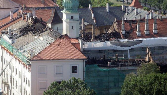 Rīgas pilij gādās pagaidu jumtu; varētu pārskatīt rekonstrukcijas darbu apjomus