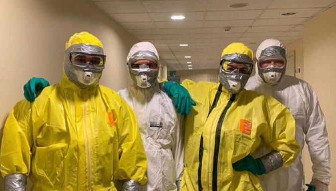 Mediķi nomierina: brigādes aizsardzības tērpos ģērbjas tikai piesardzības dēļ