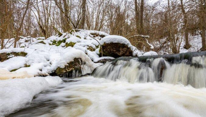 ФОТО. Зимний водопад Валгалес в Талсинском крае