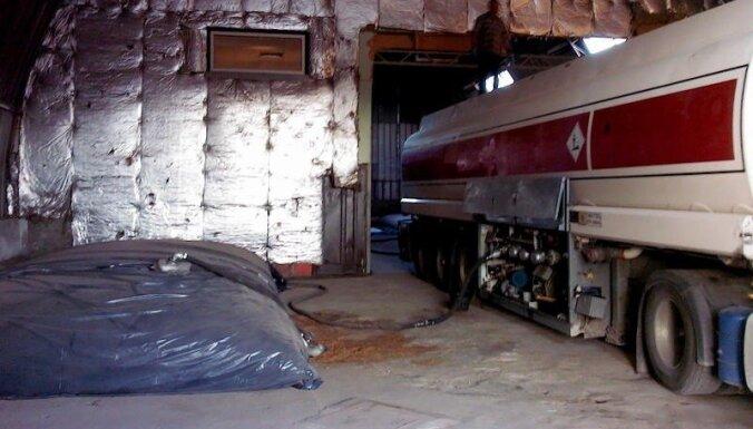 VID uzņēmumā Rīgā uziet 70 tonnas kontrabandas degvielas