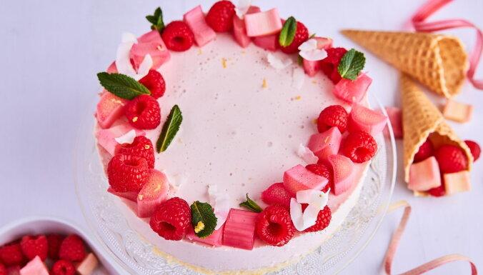 Svaigā siera kūka ar rabarberiem