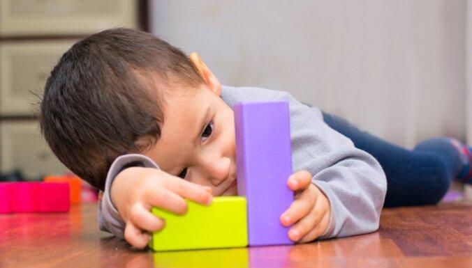 Kas izraisa Aspergera sindromu un kā to atpazīt