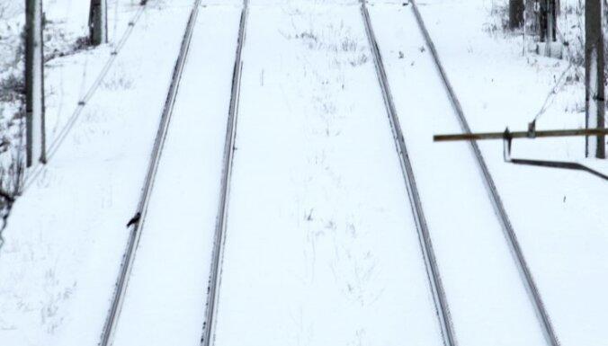 Во вторник вечером под поезд попала женщина