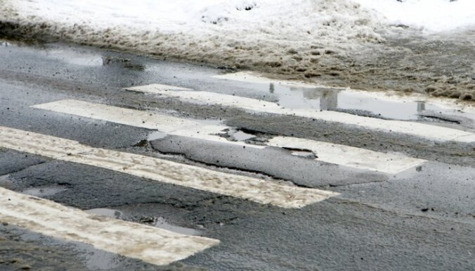 Darba grupa meklēs iespējas samazināt sāls kaisīšanu Rīgas ielās