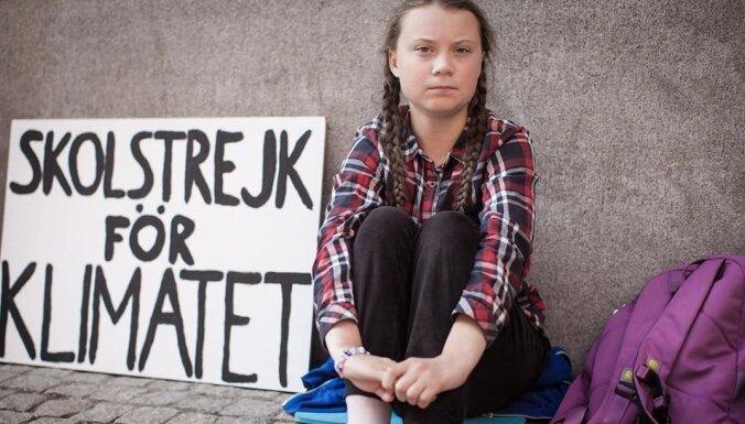 Dumpiniece Grēta Tūnberga pārtrauc gadu ilgušo skolas bastošanu