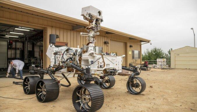 Tiešraide: Lielākā un sarežģītākā NASA rovera 'Perseverance' nosēdināšana uz Marsa