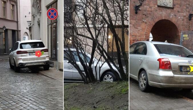 Foto: Aculiecinieks pastaigas laikā Rīgā policijai ziņo par 20 neatļauti novietotiem auto