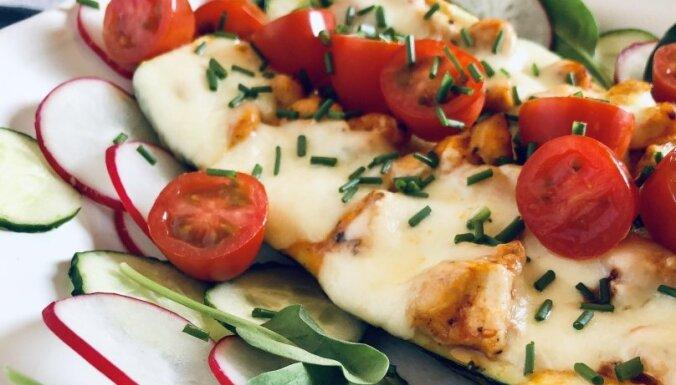 Ar vistas fileju un sieru pildītas cukīni laiviņas