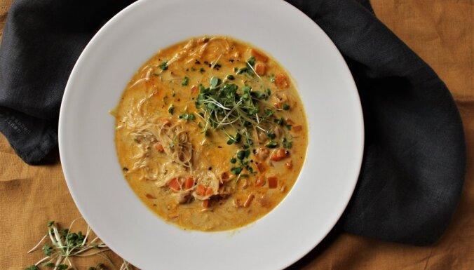 Суп карри с рисовой лапшой и турецким горохом