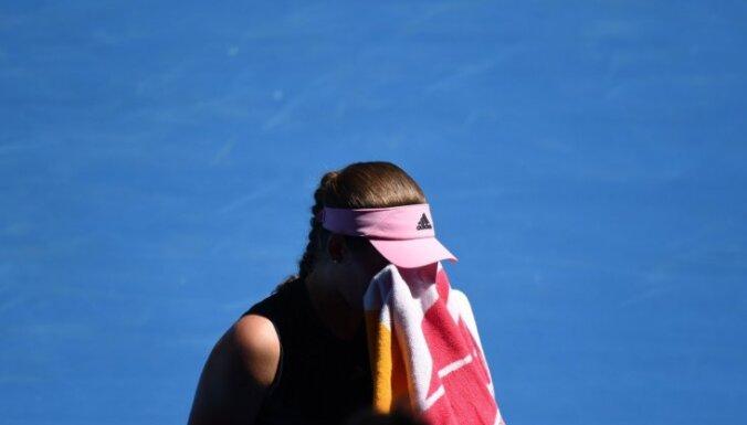 Ostapenko neveiksmīgais sezonas sākums turpinās ar izstāšanos no 'Australian Open'