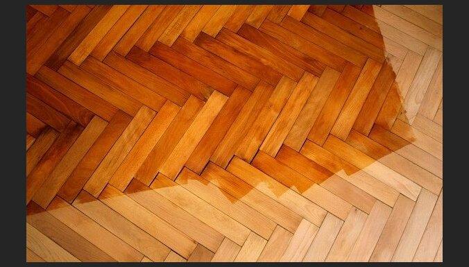 Rīgā dzīvojamā mājā iebrūk grīda