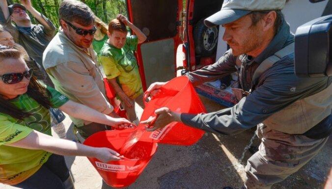 Latvijas upēs šogad ielaidīs 250 000 strauta foreļu mazuļus (+FOTO)