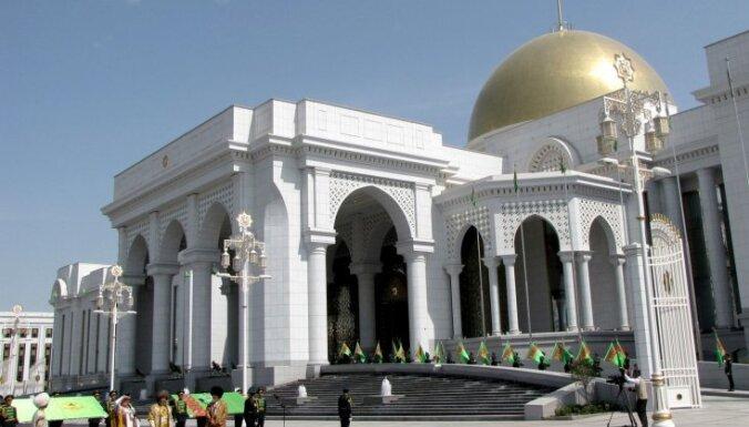 Turkmenistānas galvaspilsēta atzīta par 'baltā marmora' pilsētu