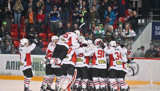 Video: 'Mogo' hokejisti lieliskā atmosfērā piekāpjas 'Donbass' vienībai