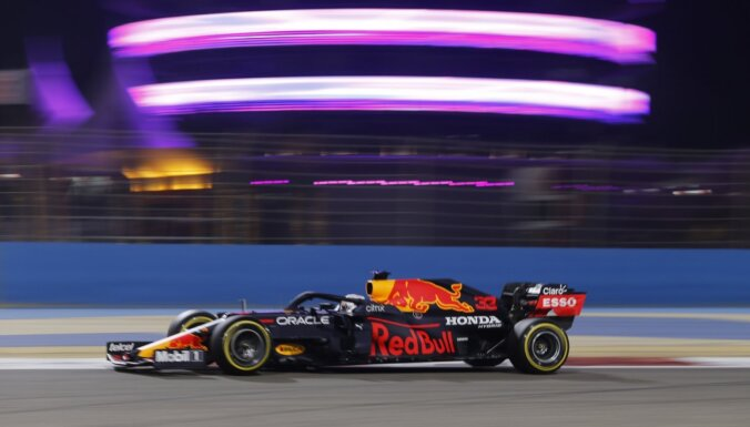 'Red Bull' pierāda ātrumu – Verstapens uzvar F-1 sezonas pirmajos treniņbraucienos
