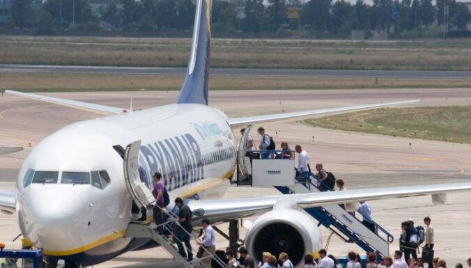 Ryanair обяжет взрослых платить за выбор места рядом с ребенком