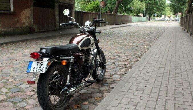 Bez tiesībām ar motociklu: vai var ceļot ar 125 kubikcentimetru motoriņu