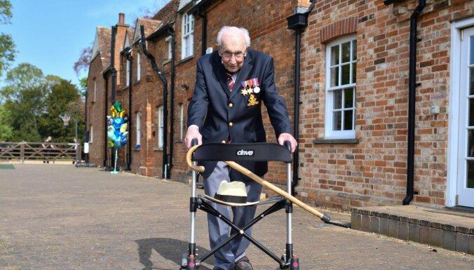 Столетний ветеран собрал миллионы для британских врачей марафоном на ходунках в саду