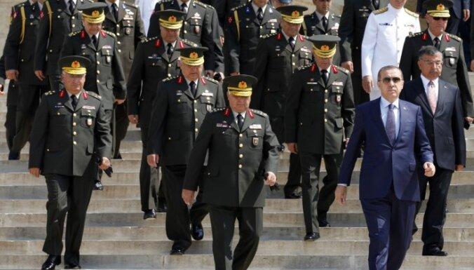 1997.gada apvērsuma lietā Turcijā arestēti seši atvaļināti ģenerāļi