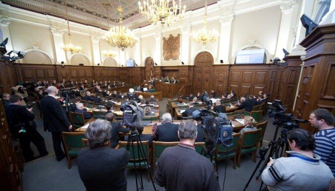 Novembrī Saeimas deputātiem atalgojumā izmaksāti 151 800 latu