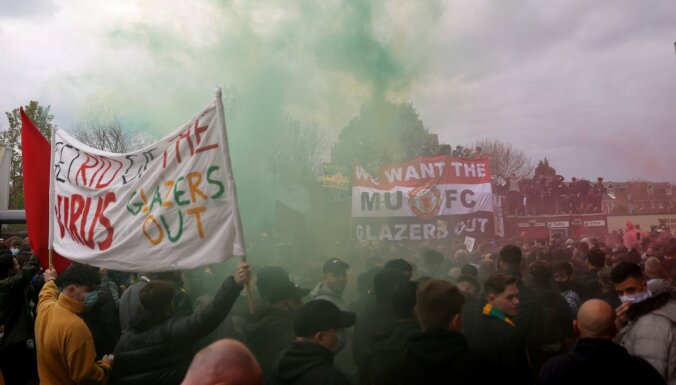 'Manchester United' fani ar protestu 'norauj' spēli pret 'Liverpool'