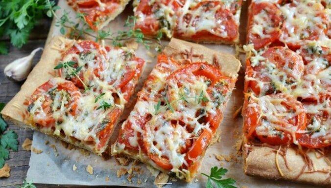 Kraukšķīgā tomātu pica